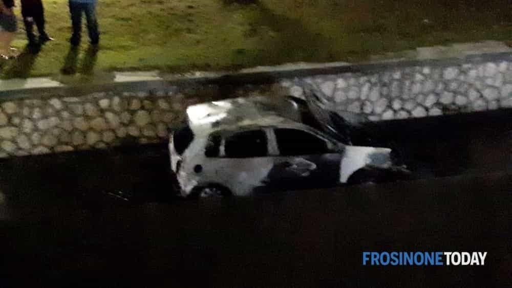 auto aquino a fuoco-2