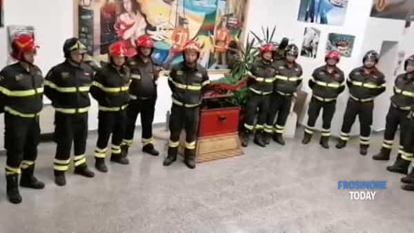 VIDEO Le sirene delle forze dell'ordine per il saluto ai tre vigili morti ad Alessandria