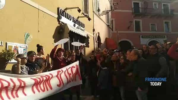 VIDEO | Sardine a Frosinone, tanto entusiasmo ma in piazza non c'è il pienone