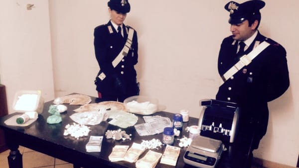 EUR Coppia Pusher La droga sequestrata (2)