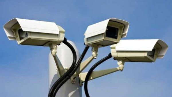 Può l'azienda controllare i dipendenti installando delle telecamere?
