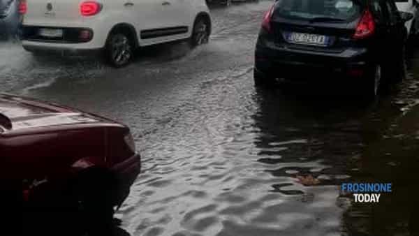 VIDEO |  Maltempo, la pioggia abbondante flagella la Ciociaria. A Cassino strade allagate
