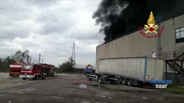 VIDEO | Incendio fabbrica pellami, dopo due giornidi duro lavoro situazione sotto controllo