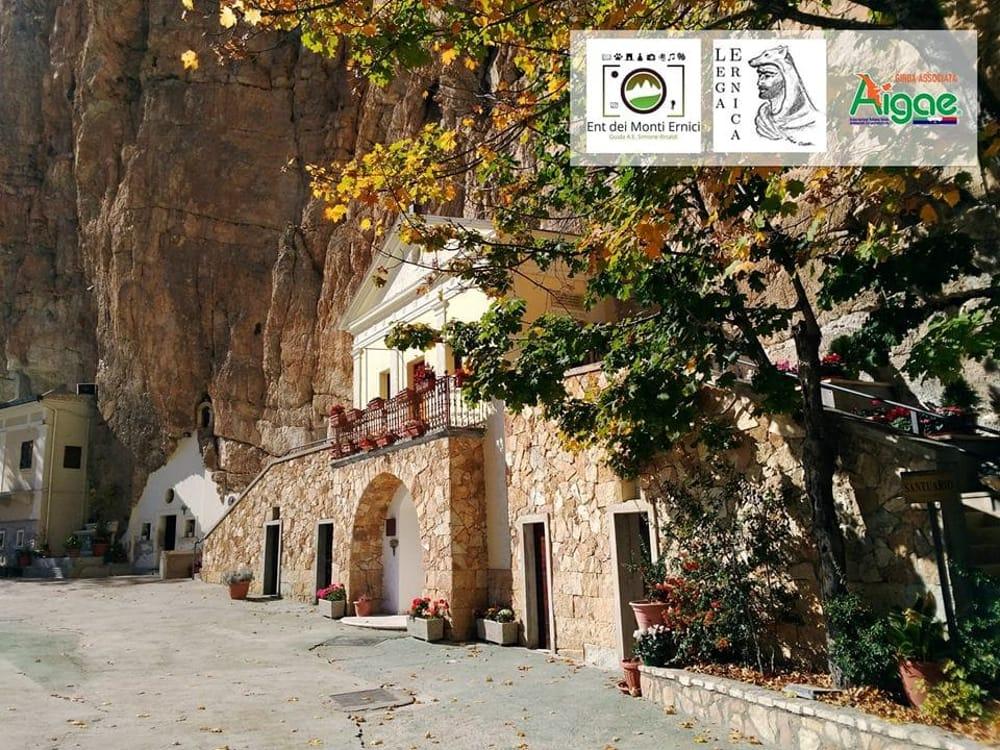 Escursione a Vallepietra e al santuario della S.S. Trinità ...