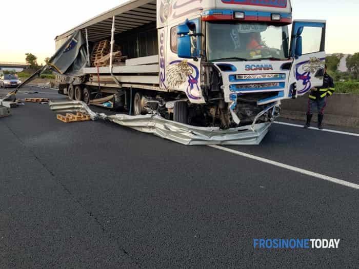 Cassino Pontecorvo inc A1 camion 1