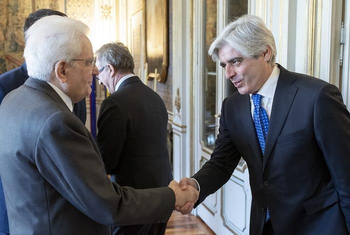 Il saluto tra il Capo dello Stato Mattarella e il Presidente della Provincia Pompeo